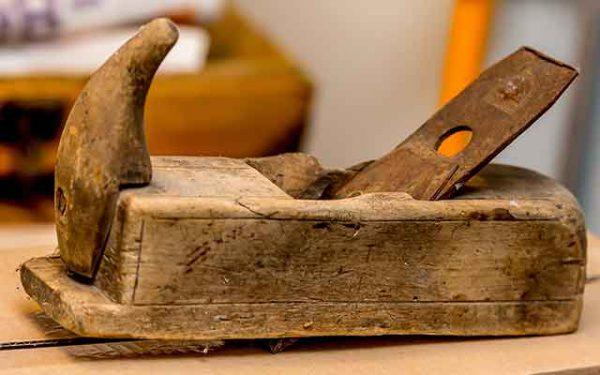 Hobel aus altem Holz